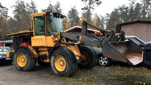 En hjullastare som stals i Eskilstuna i oktober 2014 hittades på mannens gård. Foto: Polisens förundersökning