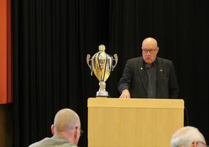 Ulf Berg (m) tar priset.