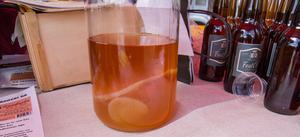 Kombucha är en måltidsdryck. En kombuchasvamp matas med te och socker. En del av vätskan tas från burken var 7-9 dag som Kombuchadrycken sedan baseras på. Drycken såldes i Valskog för att folk sett den göras i tv-programmet Mandelmanns gård.
