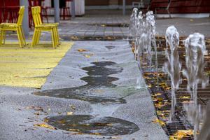 Vattenspelet har orsakat vattenskador på den gummerade lekytan.