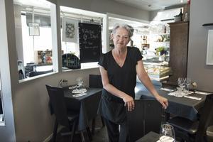Nevia Sternad i sin älskade restaurang, Trattoria Nevia i centrala Örnsköldsvik.
