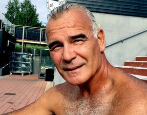 Leo Kenny, 65 år, pensionerad FN-medarbetare, bor mest på en båt i medelhavet