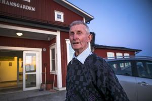– Je va här när det brann också. Och sedan har jag varit med om att bygga upp Lyransgården igen, säger Nils-Gustaf Bergqvist. Gamla Lyransgården brann ned 2010.