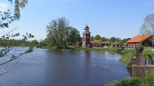 Vackert och rofyllt vid vattnet i Karlholms bruk.