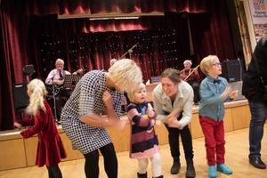 Som vanligt var det musikerna i bandet Gängtapparna som levererade musiken från scenen, något de gjort i minst 50 år.