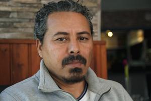 Mohamed Elnemrawi brukar få något att äta på pizzerian i Strömsbruk.