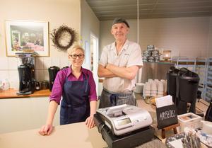 Patricia med Lars Gäfvert som varit kock på Pigalle i 23 år.