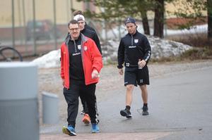 Johan Thelin chefade för träningen samtidigt som Fredrik Andersson fortfarande är på semester.