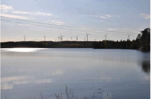 Bilden visar ett fotomontage som företaget Kabeko själva har gjort över hur utsikten från Nästvattnet kommer att se ut om vindkraftverken byggs på Granåsen.bildmontage: Kabeko