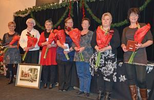 Trotjänare som har varit anställda av socialnämnden i Säter i 25 år avtackades med blommor och minnesgåvor.