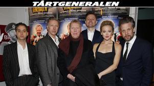 En del av skådespelarna och regissörerna inför premiären. Fr v Joel Wallon, Mikael Persbrandt, Tomas von Brömssen, Fredrik Wikingsson, Agnes Lindström Bolmgren och Filip Hammar.