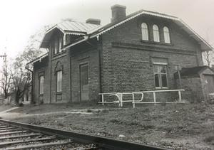 En bild på det gamla stationshuset från maj 1991.