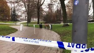 Polisen spärrade av ett stort område efter dådet, under lördagen då bilden togs var avspärrningarna fortfarande på plats.