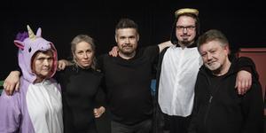 Ninna Englesson O'Nils, Katarina Nordin, Peder Olsén, Sebastian Rapacki och Gunnar Steiner repeterar inför föreställningen