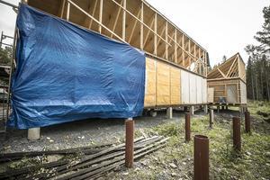 Här kommer orangeriet eller växthuset byggas framför containerhuset.