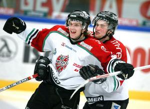 Tobias Enström jublar under SM-guld-året 2007. Bild: Leif Wikberg.