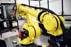 Företaget har så mycket att göra, som dessa robotar, att de inte hinner anordna någon 20-årsfest.