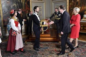Väskan och hättan som prinsessan Sofia bar hade sytts av några av hennes släktingar. Foto: Jonas Ekströmer / TT