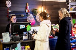 Ett drygt 20-tal kunder dök upp hos Anna Pettersson i butiken den dryga halvtimmen vi var där.
