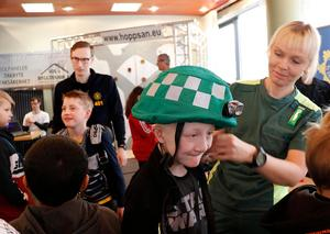 Yrkesmässan Spana vägen har syfte att visa exempel på olika yrken och väcka ungas intresse. På tidigare mässa har ambulanspersonal funnits med och berättat om sin arbetsvardag.