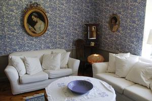 Det blå rummet kallas grevens rum och det var hit greven och hans kamrater drog sig tillbaka efter middagen.