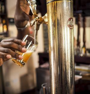 Saint Lucias första mikrobryggeri har nyligen öppnat. Här bryggs bland annat passionsfruktsöl.   Johanna Bergström