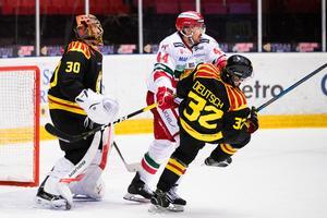 Adam Deutsch tvingas byta både skridskor och klubba nu när han fått kontrakt säsongen ut med Brynäs. Arkivbild: Bildbyrån