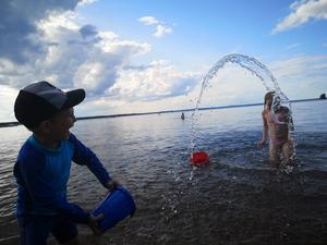 Vatten är roligt Foto: Kicki Sallerström
