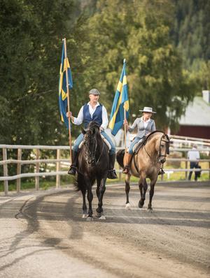 Vladimir och Sofia på hästarna Kambiko och Furia under Sundsvall Open Trot. Bild: Patricia Bergsten
