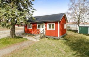 Nummer 2. Fritidshuset i Sala.Foto: Länsförsäkringar Fastighetsförmedling