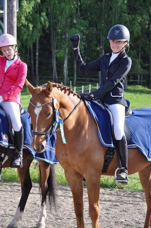 Julia och Milo samt Matilda och Pontiac. Foto: Emma Gustafsson