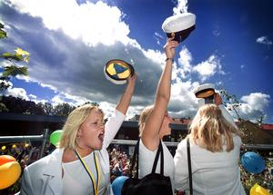 Historisk avslutning då de sista studenterna på vårdgymnasiet i landstingets lokaler 2001. Foto: Tony Persson/VLT:s arkiv