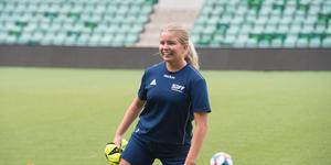 Nyförvärvet Elin Björklund trivs bra i SDFF – och tror att laget kan göra något bra av det här, trots det prekära läget i tabellen.