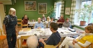 Konstnären och författaren Rolf Kjellberg delgav några av sina goda råd och erfarenheter från ett flera decennier långt och engagerat cirkelledarskap. Foto: Camilla Olofsson