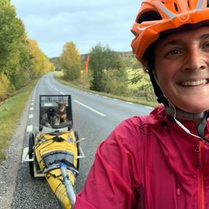 Bild: @linahallebratt Lina Hallebratt har  ungefär 6000 kilometer på cykel, med kajaken på släp, framför sig innan och 8500 kilometer paddling längs Medelhavet mot Atlanten väntar.
