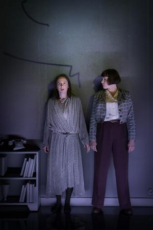 Maria Zakrisson Mortensson och Sara Turpin. Foto: Markus Gårder/Riksteatern