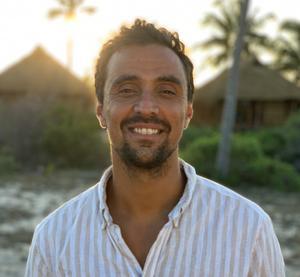 Michel Olofsson brinner för välgörenhet. Nu letar han efter en kvinna att dela Moçambique-äventyret med.