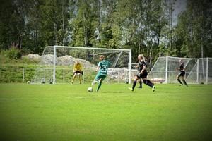 Moa Våglund gjorde 1-0 efter ett välplacerat skott från sin vänsterkant.