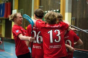 Timrå IBC firar en seger under förra säsongen.