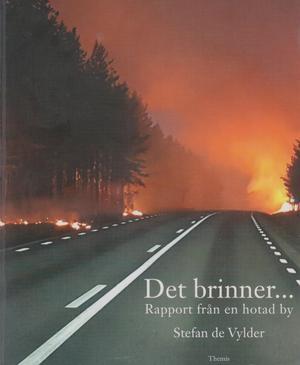 Det brinner. Boktips som handlar om förra sommarens skogsbränder. Bild:Härjedalens bibliotek