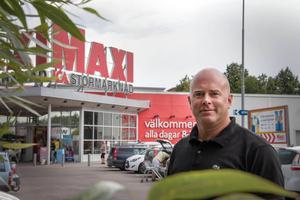 Fredrik Rindås driver Ica Maxi i Sandviken.