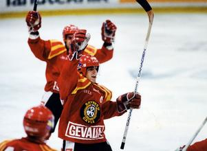 Ove jublar efter ett av sina mål i slutspelet 1993.