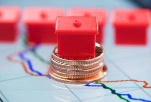 Köparna är intresserade av bostadsföreningar med få och låga skulder. Foto: Fredrik Sandberg / TT