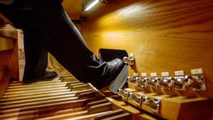 Stadens organist, Martin Olsson uppträder med två andra musiker under helgen.