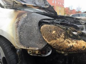 Den förstörda bilen på Axel Oxenstiernas gata.