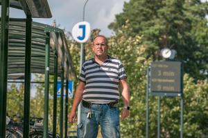 Jonas Carlsson har rätt till färdtjänst. Kraftig allergi gör det svårt för honom att åka med tåg, bussar eller annan kollektivtrafik.