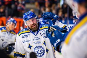 Mattias Karlsson jublar efter att ha slagit in 2–4 i tom kasse. Foto: Jonas Ljungdahl/Bildbyrån