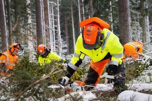Alla som är med i motor- och röjsågningsprojektet anställs på 13 månader. Det berättigar till A-kassa och förhoppningsvis ett avgörande kliv in i det svenska samhället.
