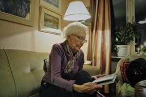 Britt Lindblad har skrivit boken Blandad kompott - fler krönikor.