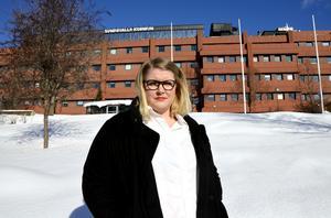 Viktoria Jansson (M), ledamot i barn- och utbildningsnämnen, tycker att arbetet med ekonomin i nämnden tagit för lång tid.